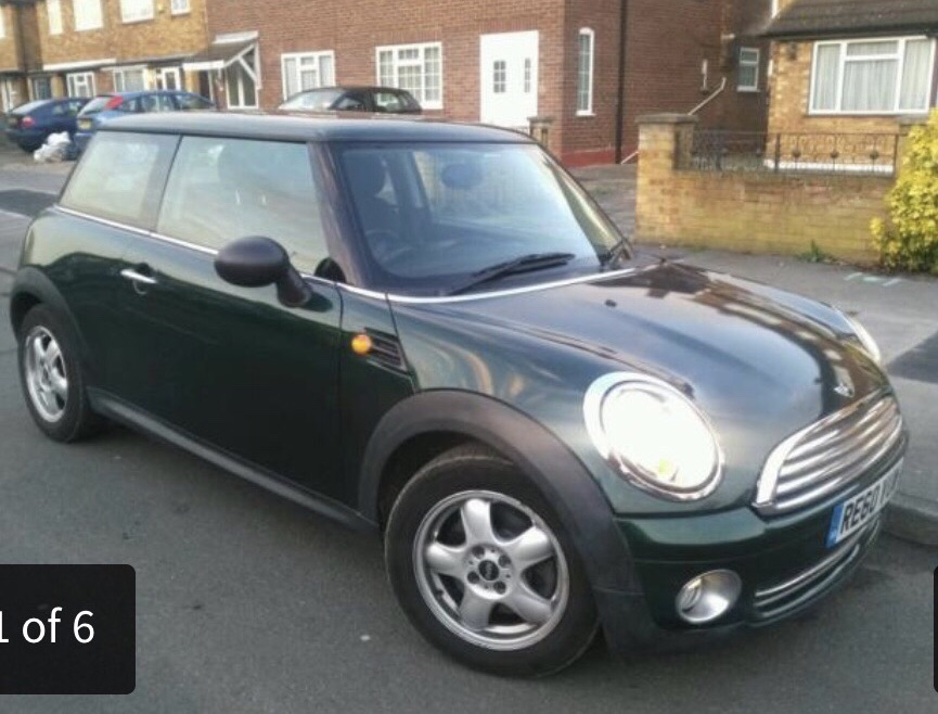 MINI COOPER ONE THREE DOOR HATCHBACK GREEN VERY LOW MILEAGE. OFFERS INVITED