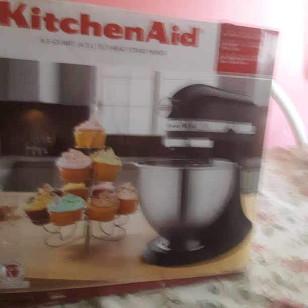 Kitchen Aid 4.5TiLT Aid 4.5Quart tilt-head stand mixer