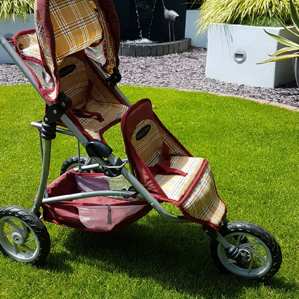 Mamas and Pappas twin dolls pushchair