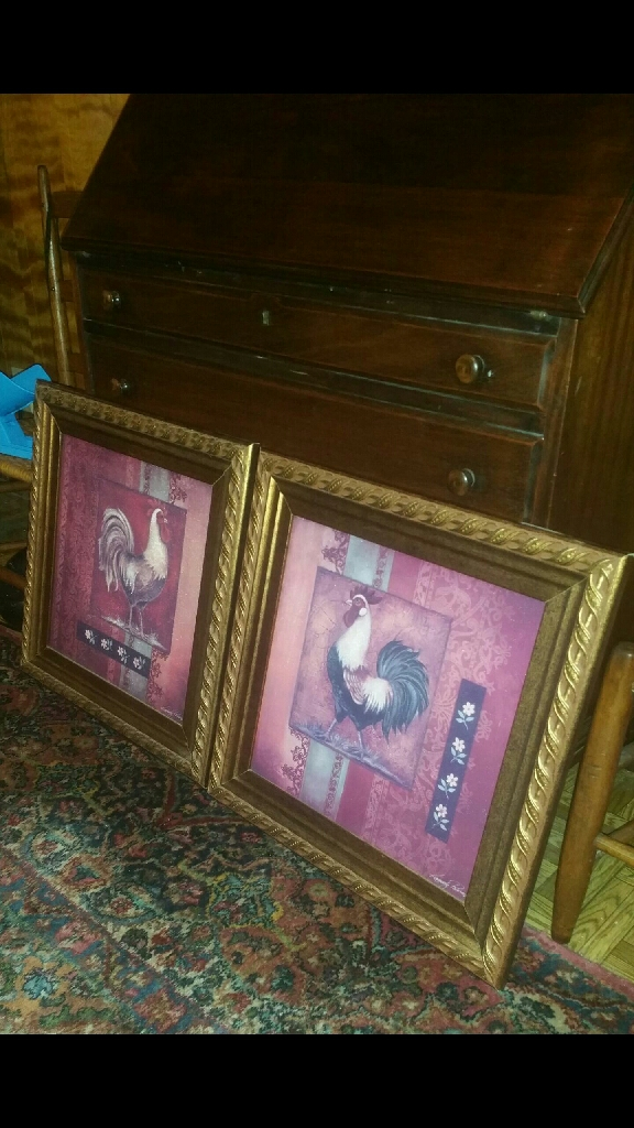Pair of beautiful framed pictures!
