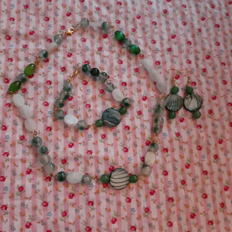 Handmade necklace, bracelet and earrings set