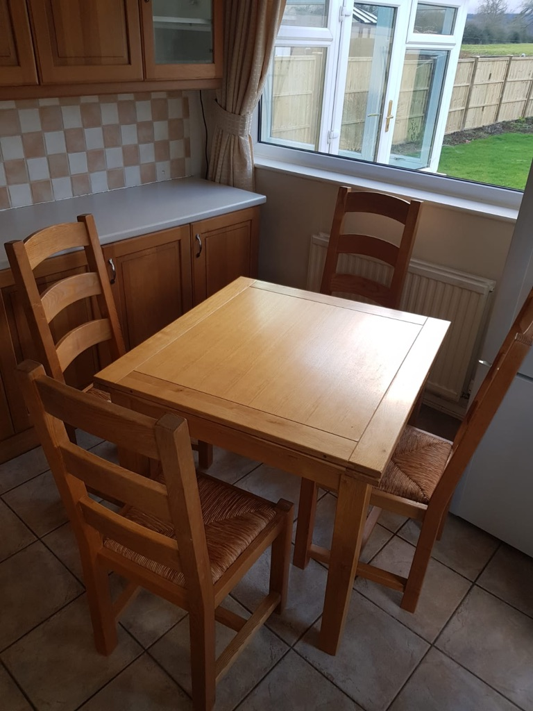 Oak leaf table and chairs
