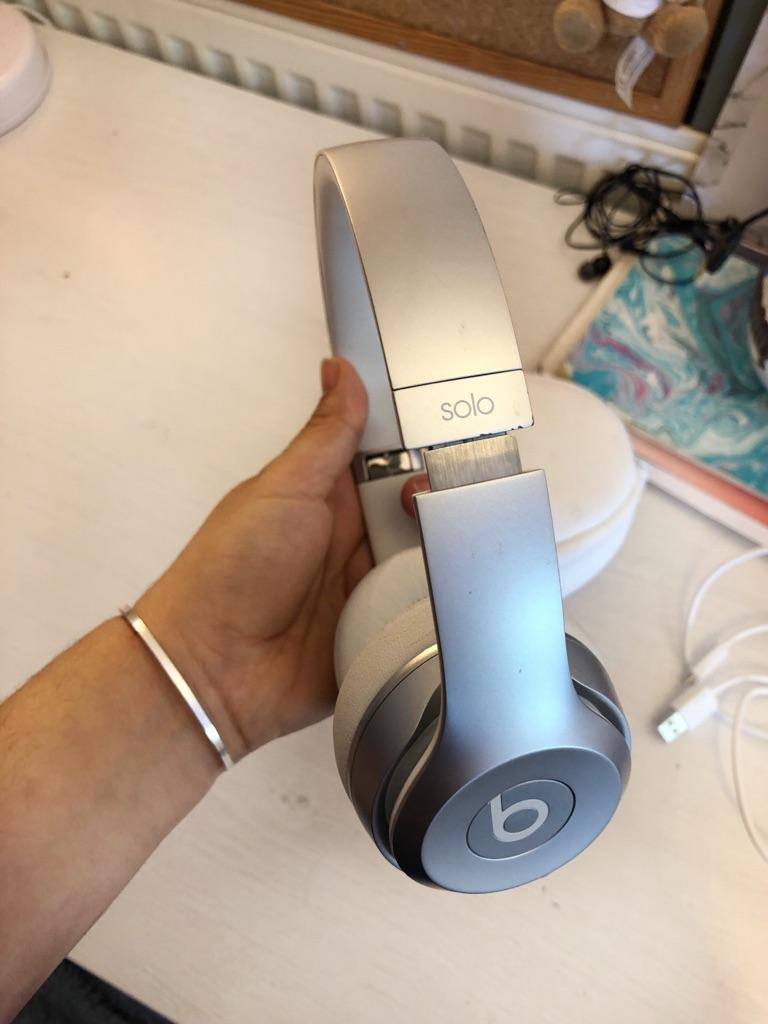 Beats Solo3 Wireless On-Ear Headphones - White