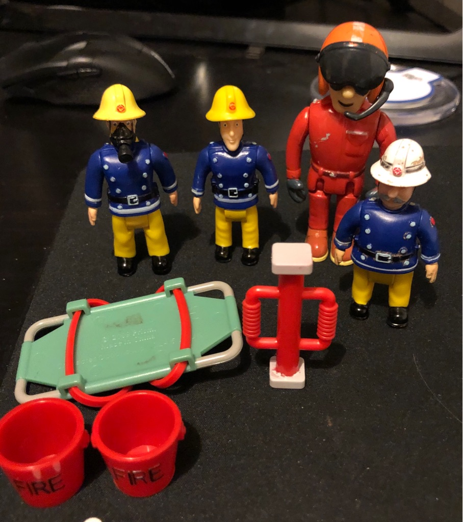 SET OF FOUR MOBIL CHARACTERS AND ACCESSORIES