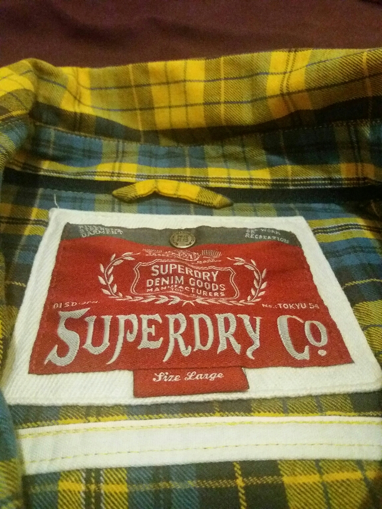 2 shirts superdry and hollister size large