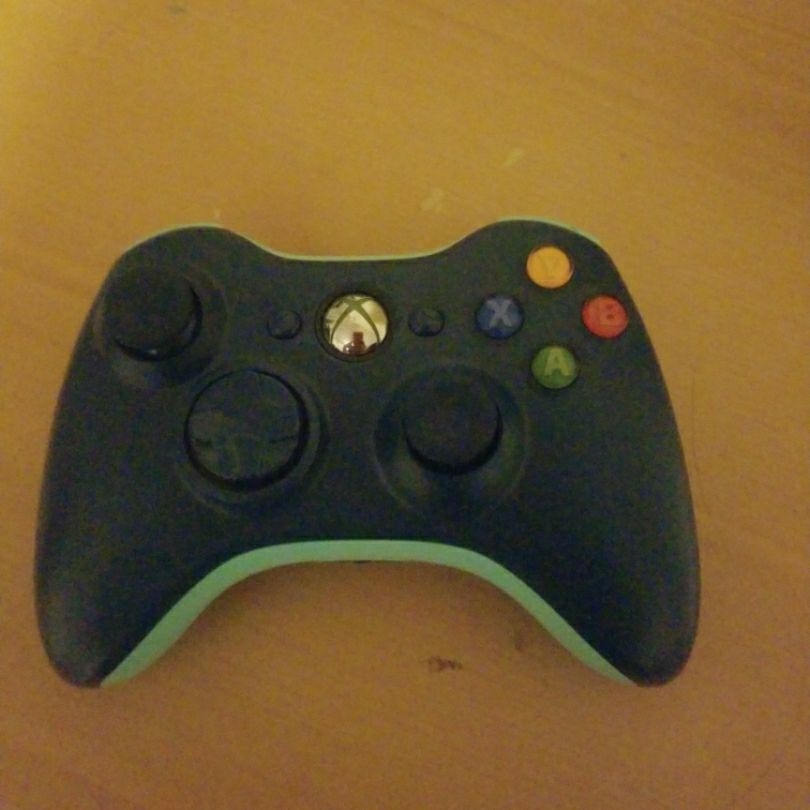 Limited ice blue Xbox 360 controller