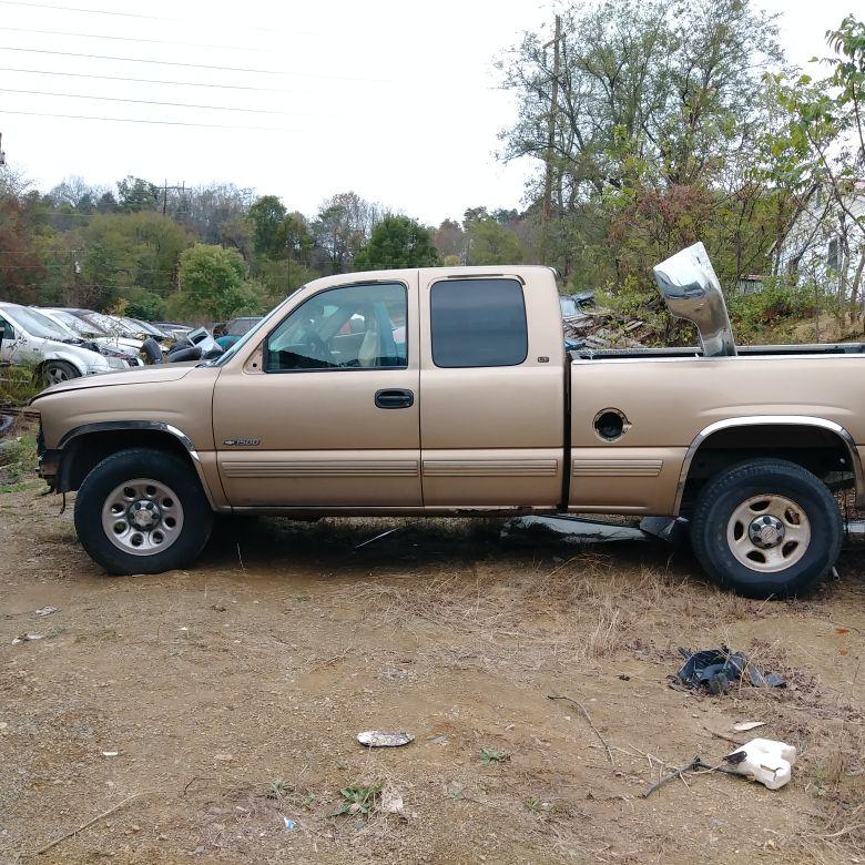 Macks junkyard. 2000 chevy