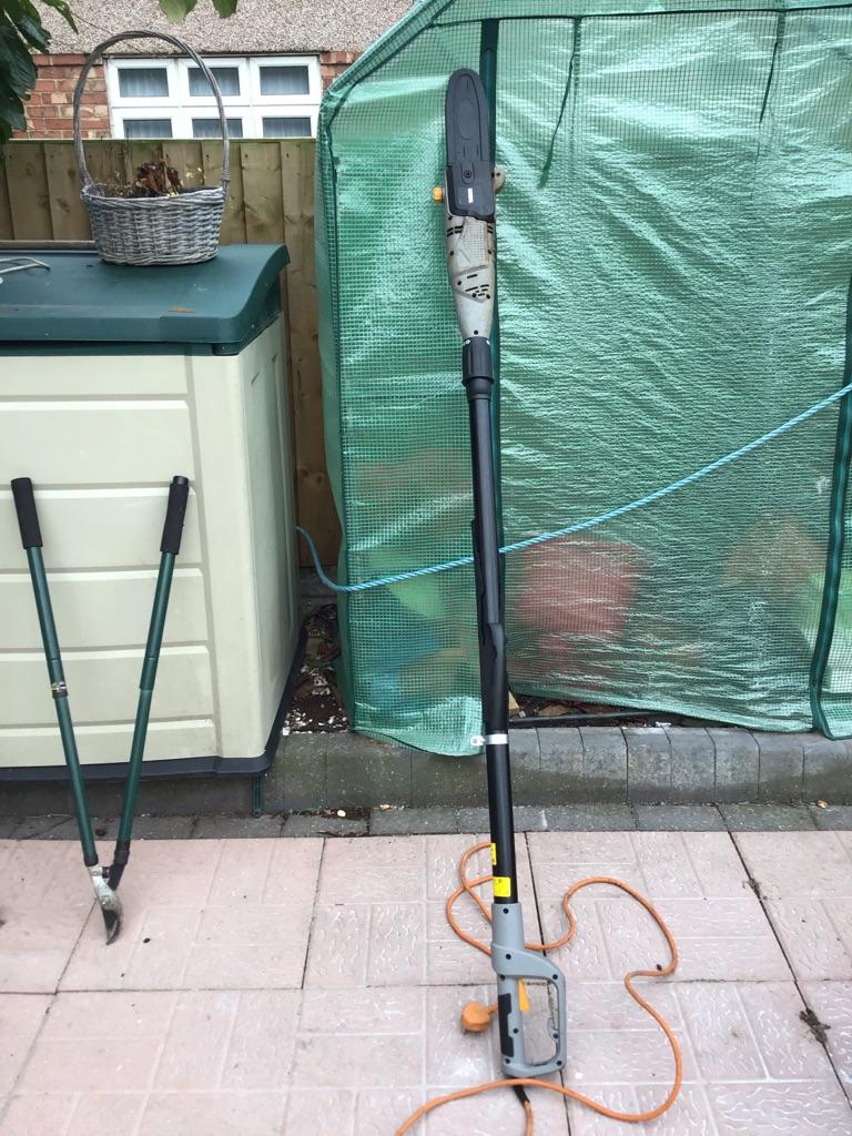 Extendable tree cutter/ Garden Shredder/ Extendable pruner/ Garden vacuum