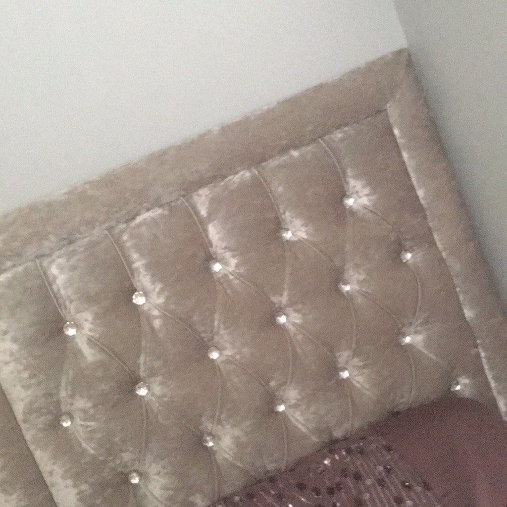Single velvet crush bed in brand new condition has 2 drawers built in