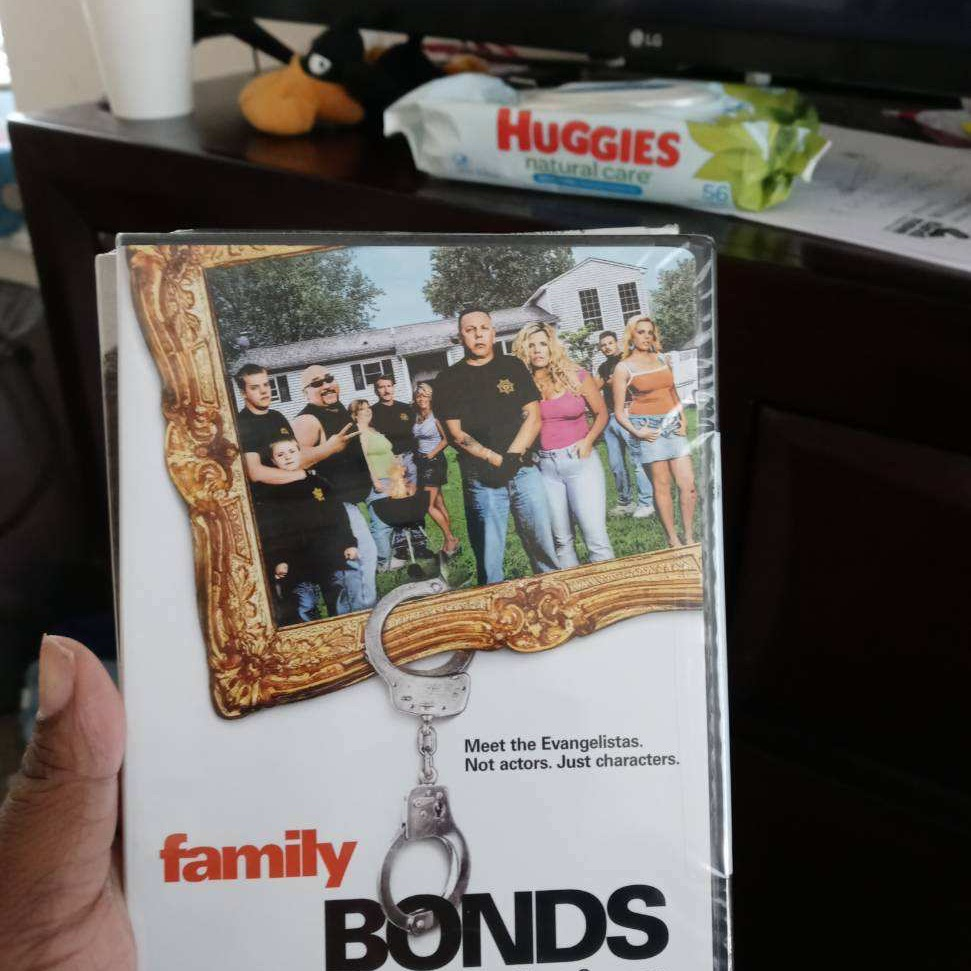 Family Bonds: The Complete First Season (DVD)