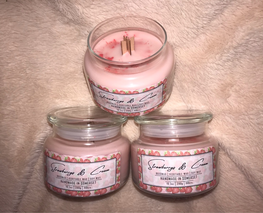 Strawberry's and cream homemade sustainable soywax and beeswax candle 90 hour burn time. Super strong fragrance