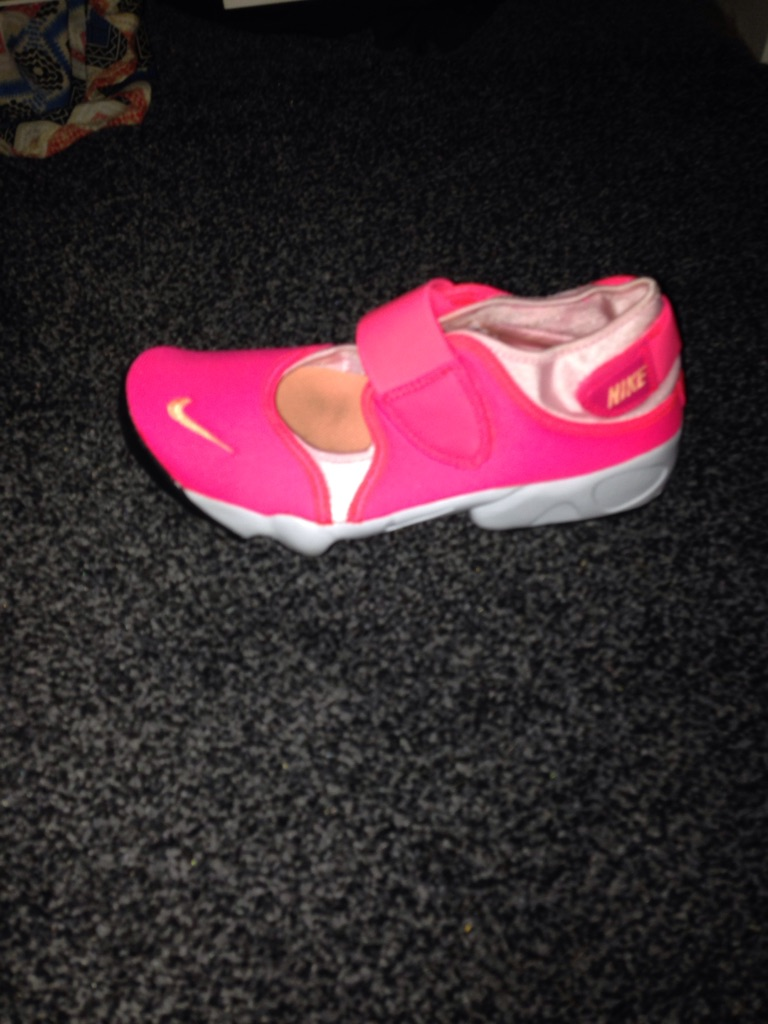 Pink Nike racer trainers size 5 1/2  only been worn once