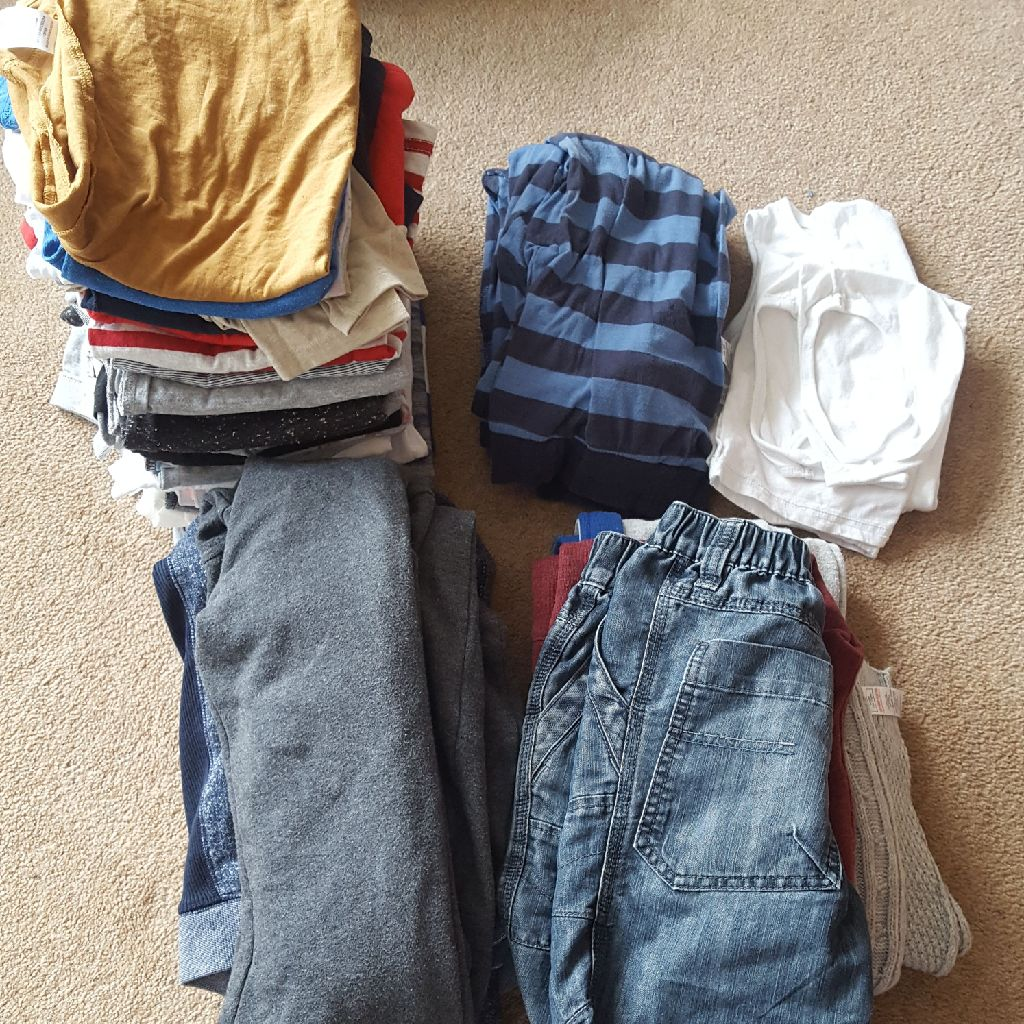 Bundle of boys clothes ages 6-8 years