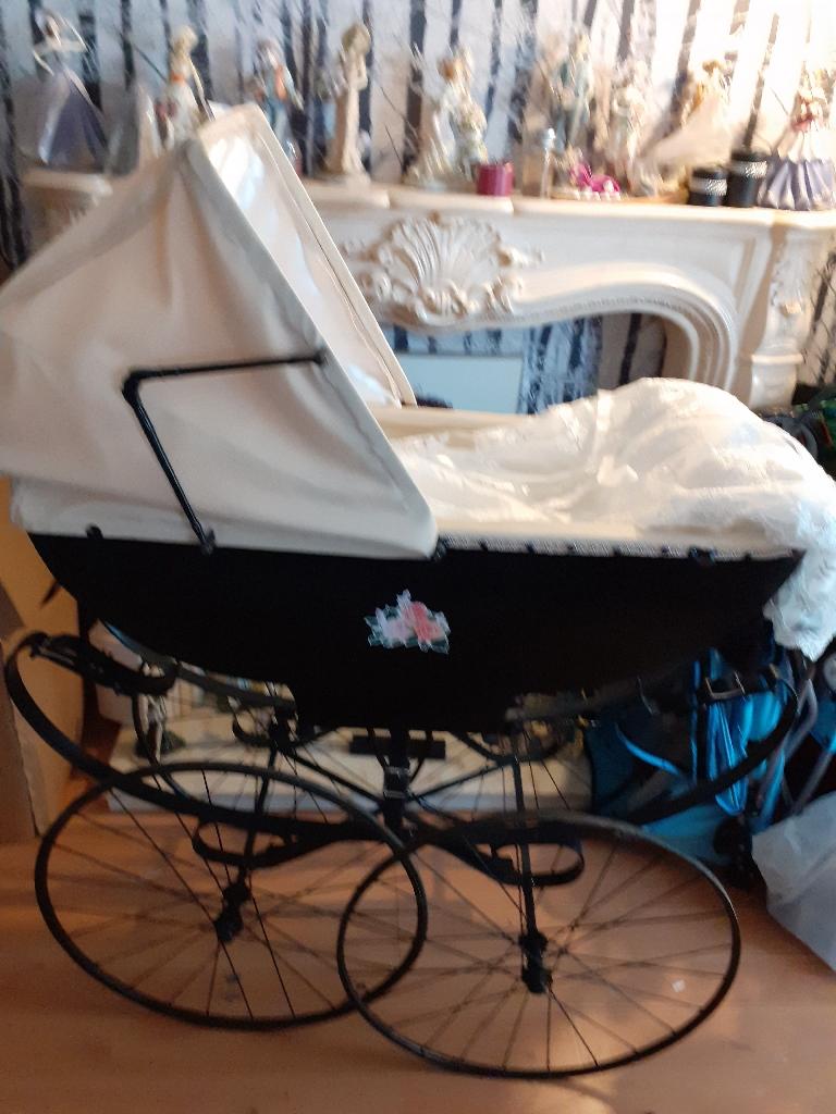 1889 Victoria baby coach built pram