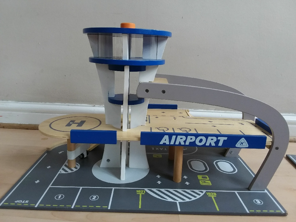 Beautiful almost new wooden airport toy set for 15pounds. Collection only