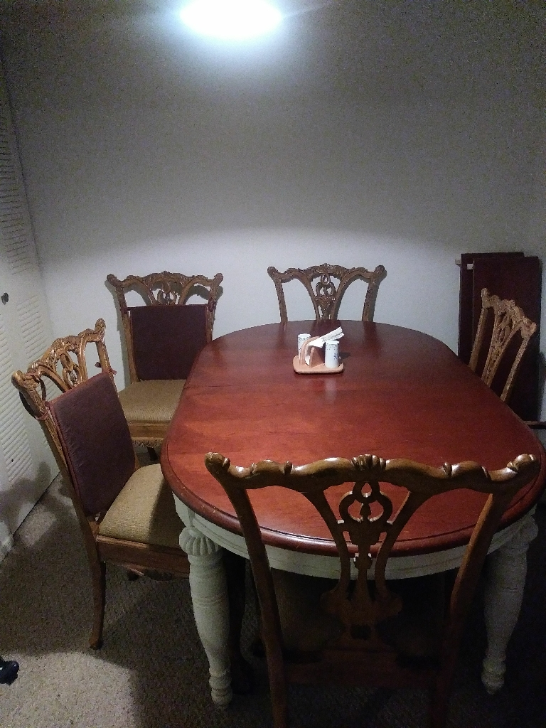 Dining Room & 6 Chairs