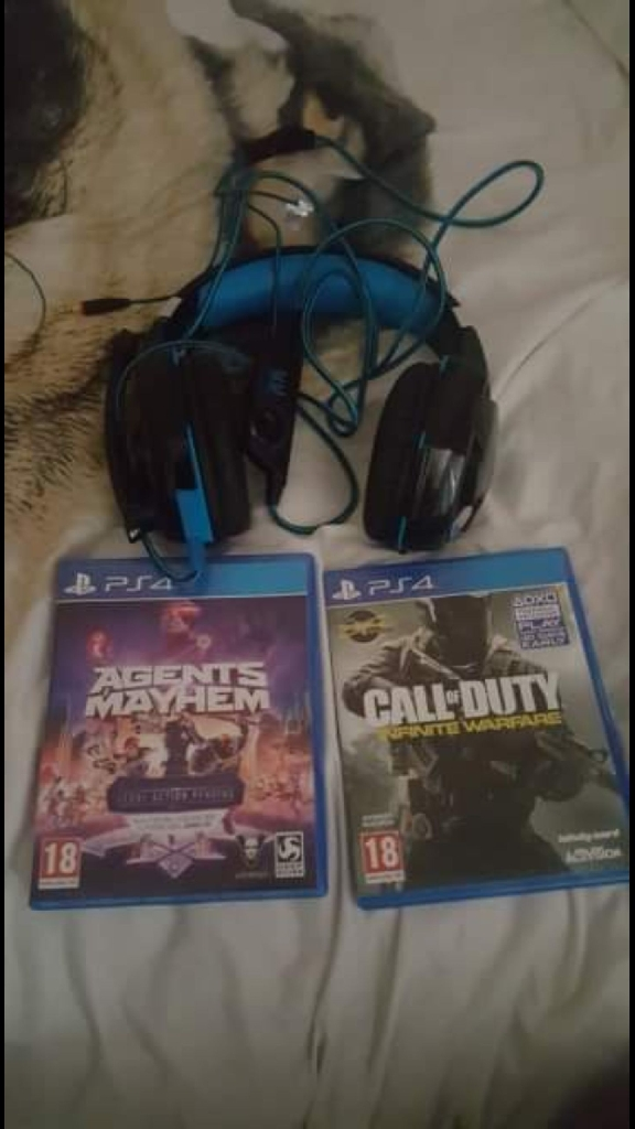 headset and 2 ps4 games