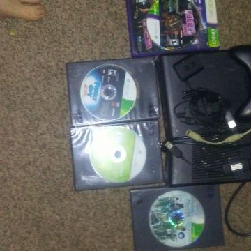 Xbox 360 with 1 controller and 1 game. Needs power cord.