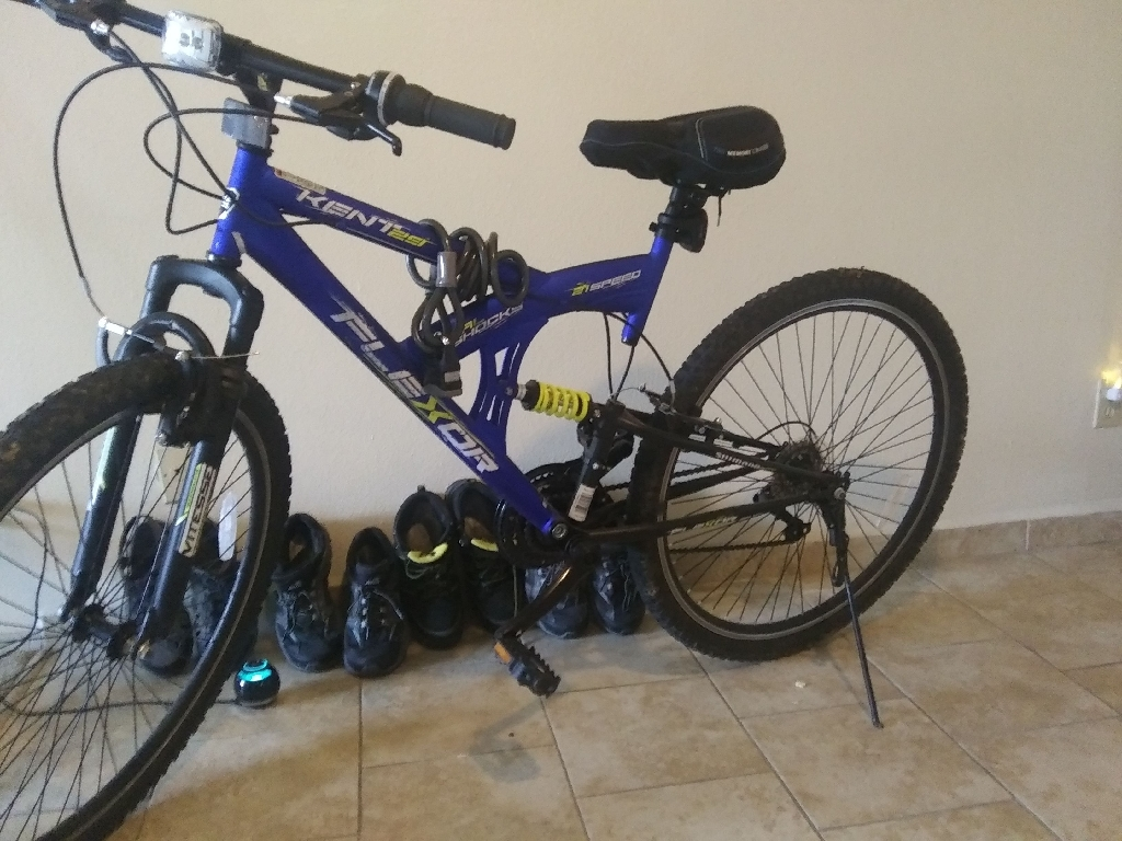 TRICKED OUT MOUNTAIN BIKE