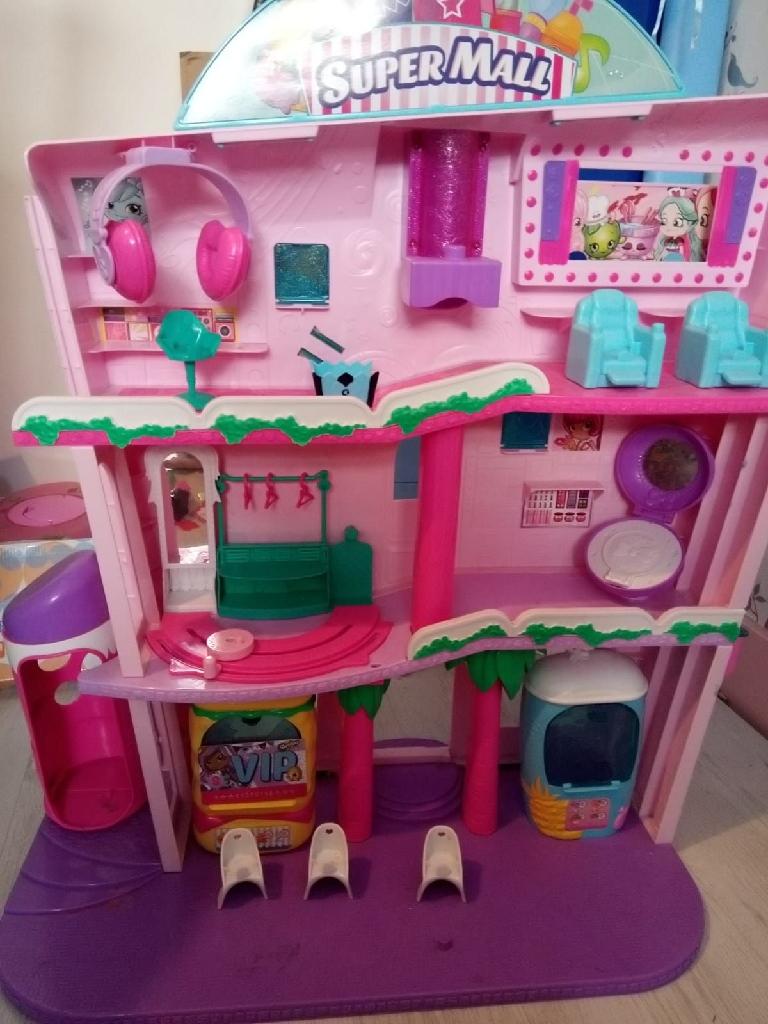 Shoppie Dolls Mall Set and Aeroplane and Dolls