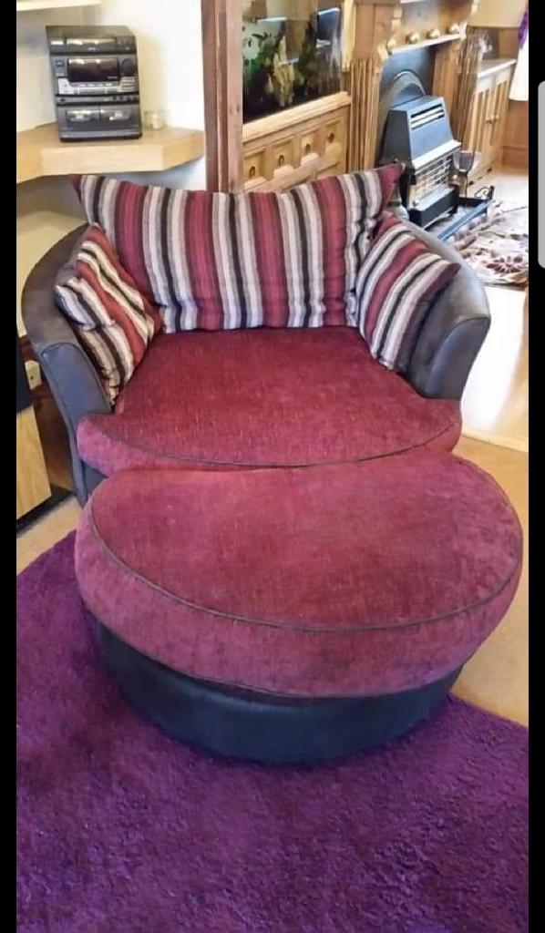 Cuddle swivel sofa with pouf