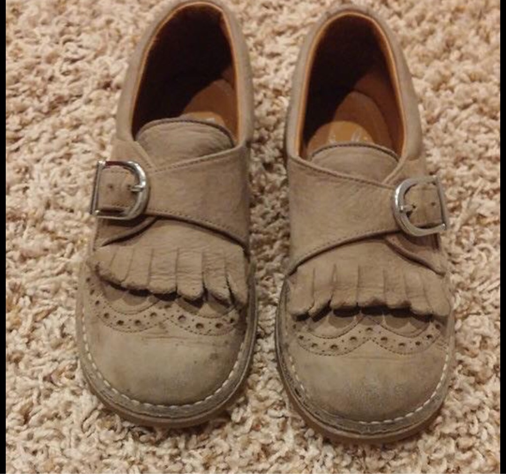 Girl's leather shoes, size 12.5