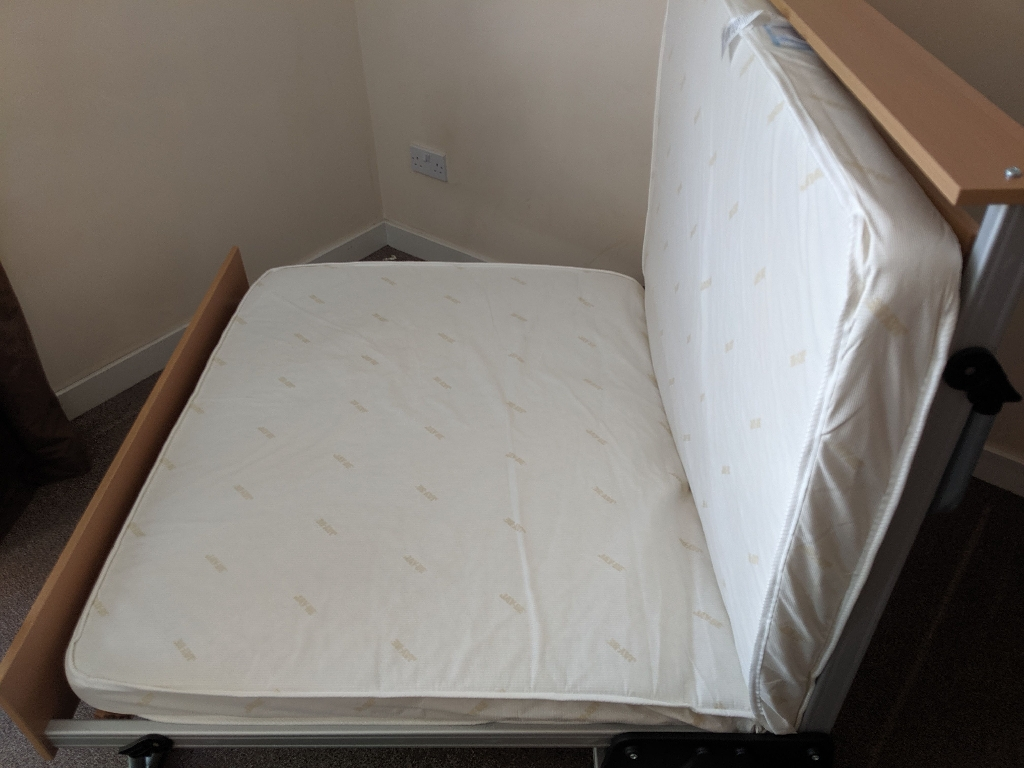 Wheeled 1.5 person folding bed