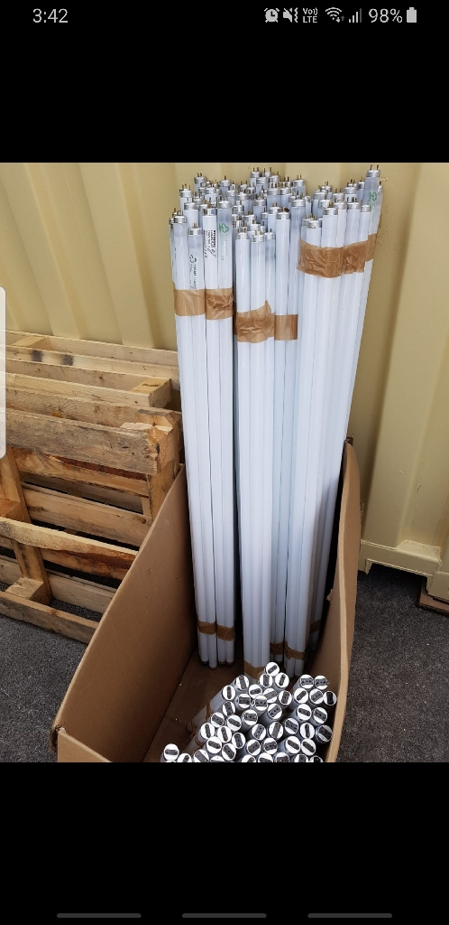 Fluorescent light tubes/bulbs. Fits 60cm and 120cm units