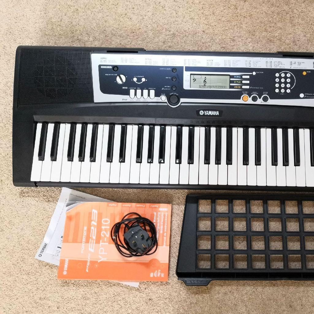 Yamaha YPT210 Digital Keyboard