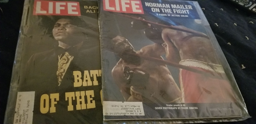 MOHAMMED  ALI  AND  FRAZIER  FIGHT  LIFE  MAGAZINE