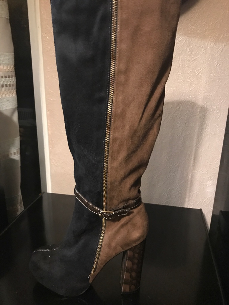 Long pair of boots size 6