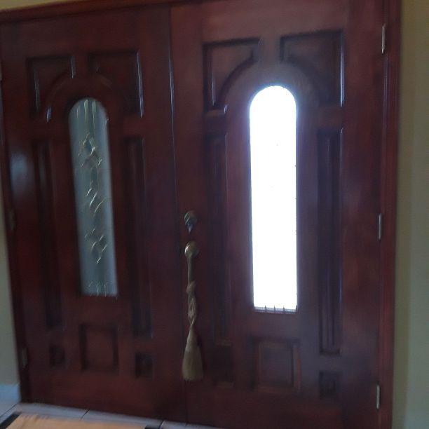 Puerta principal de madera cherry
