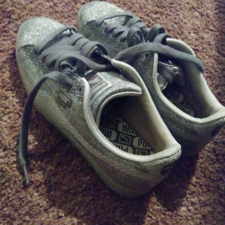 Grey sparkly pumas