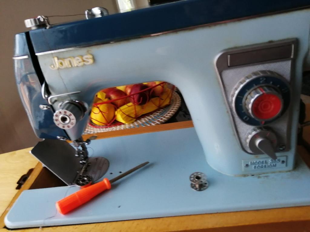 VINTAGE Jones and singer sewing machine