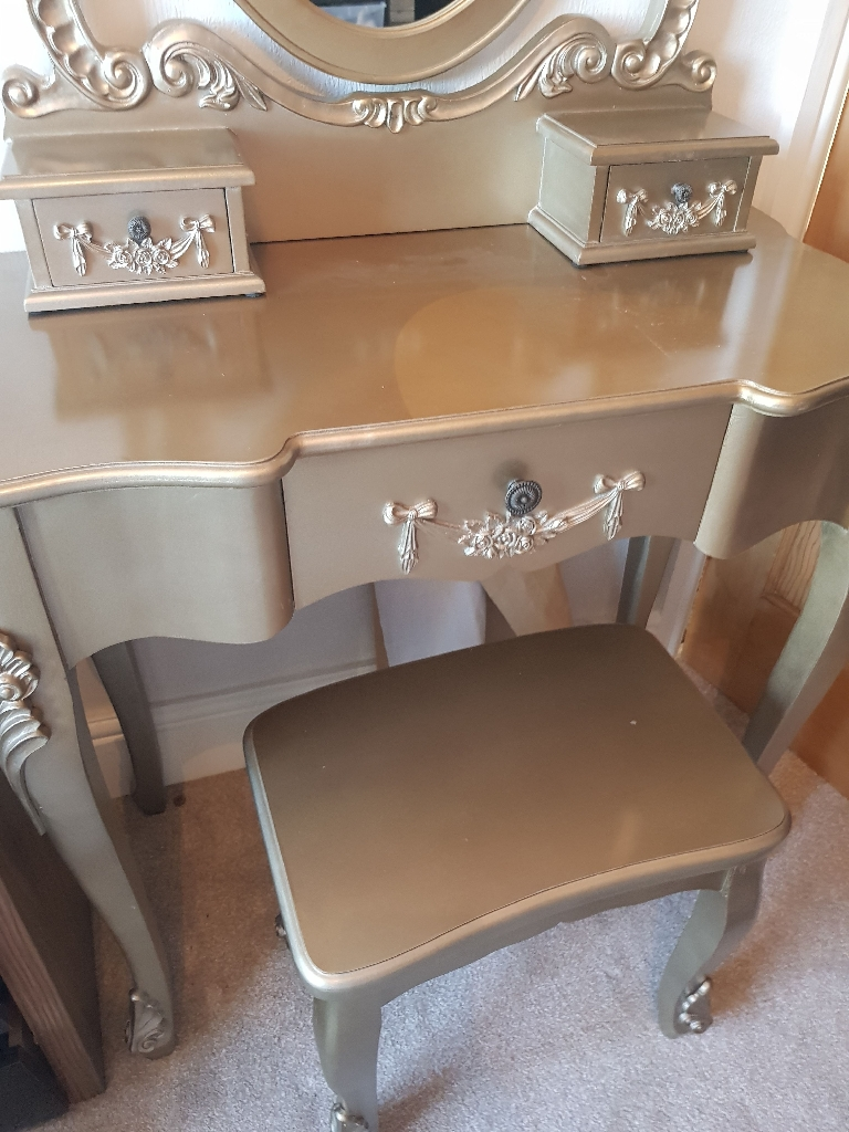Shabby chic gold dressing table