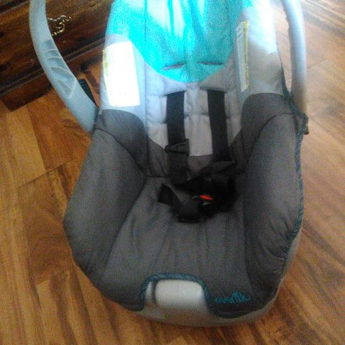 Evenflo babyboy carseat