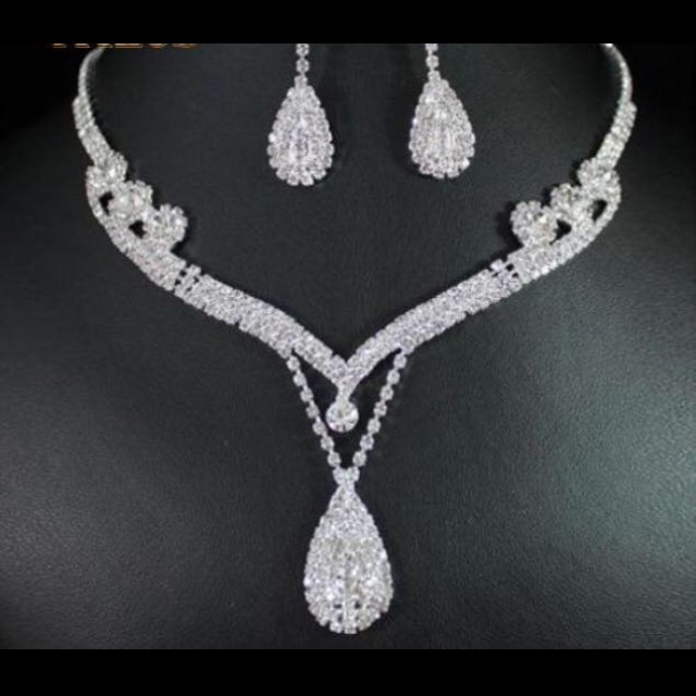 Cubic zirconia diamond earrings necklace set