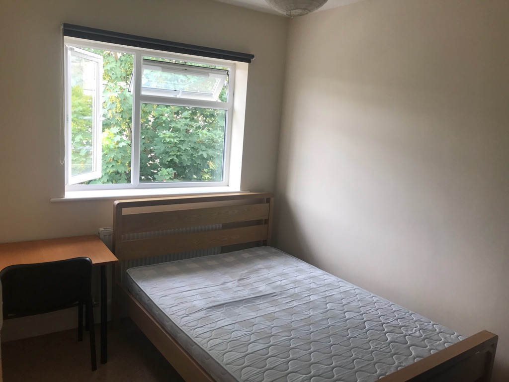 Student room for rent in 6 bedroom house close to the centre of Bath