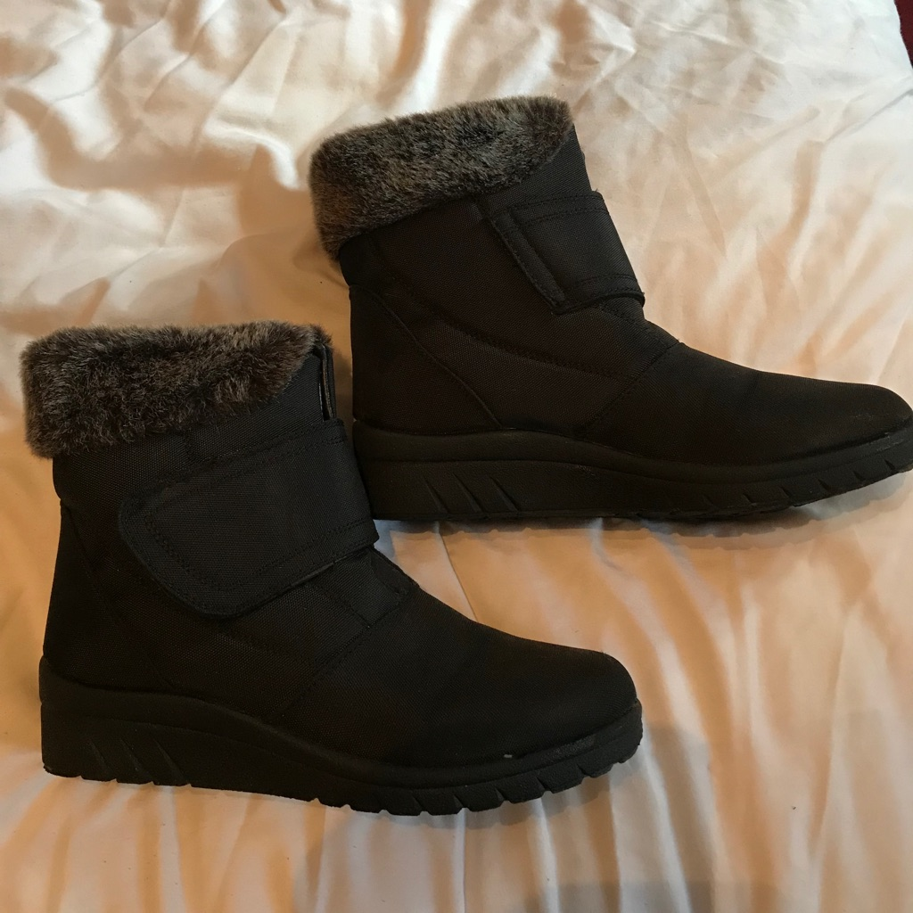 Ladies fluffy winter boots