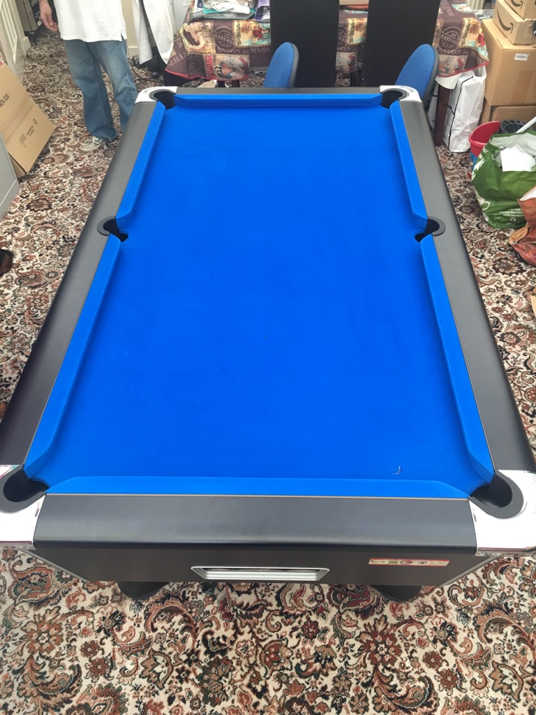 7 foot pool table with accessories