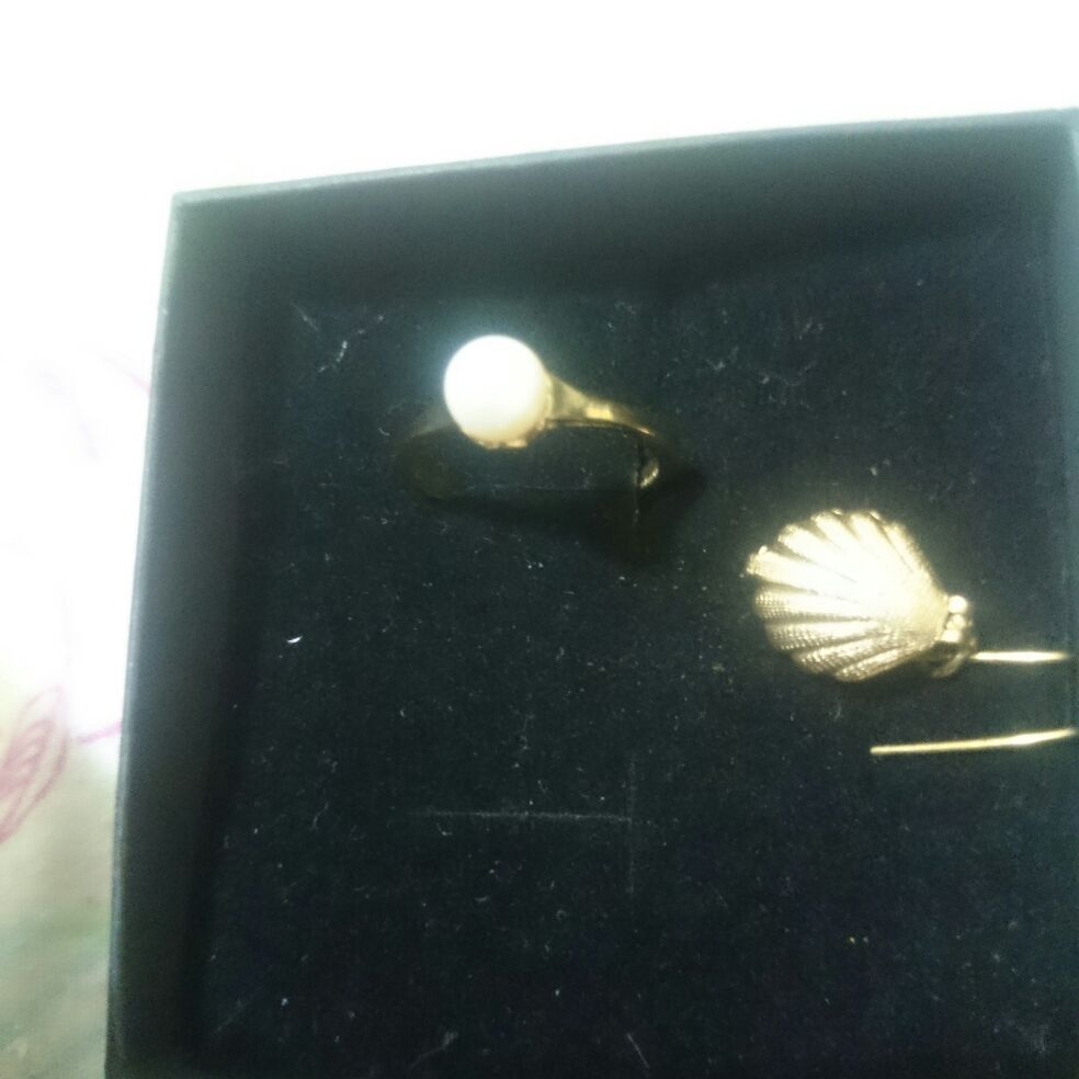 Set of genuine freshwater cultured natural pearl ring and pendant set, pre owned, excellent condition, in box