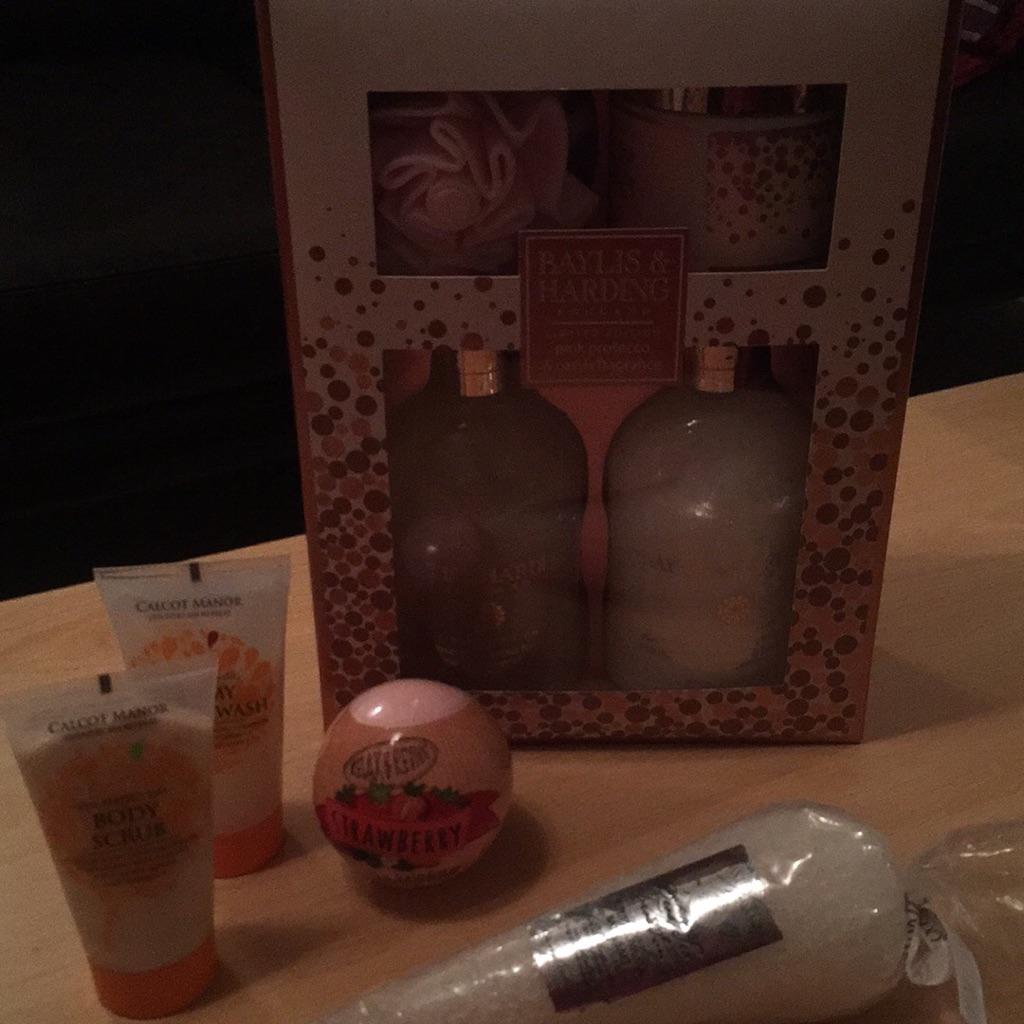 Set of luxury bath products