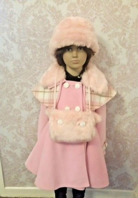 Age 4/5 years couche coat with mitts and hat