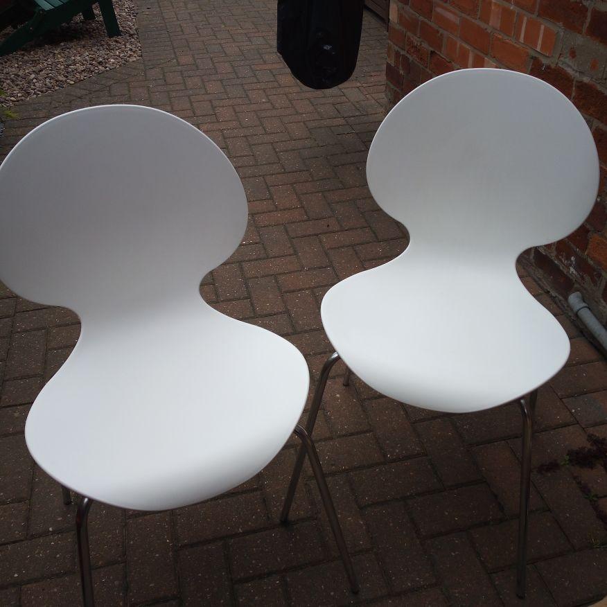 Galvano tecnica white chairs X 2