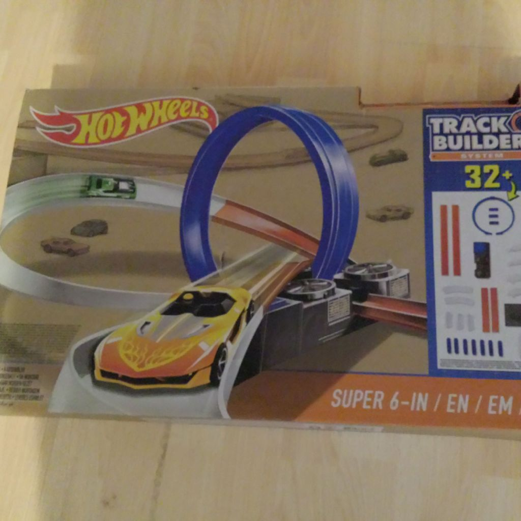 Hot  wheels track  cars missing