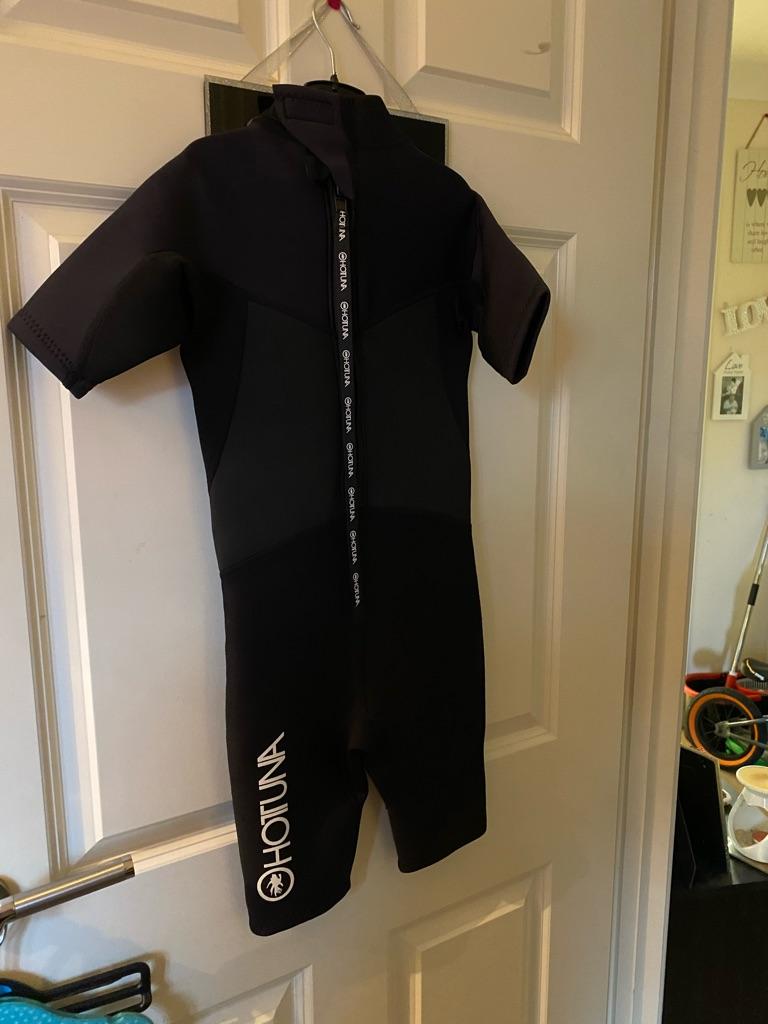 Children's 3/4 Hottuna wet suit size 7-8