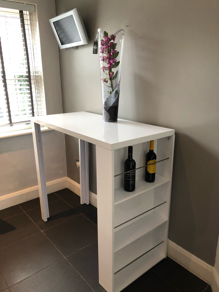 Table / island unit with wine rack