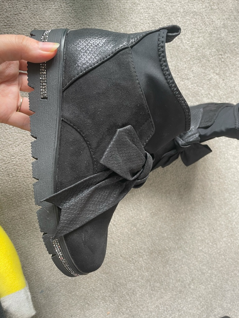 Size 6 black ankle boots
