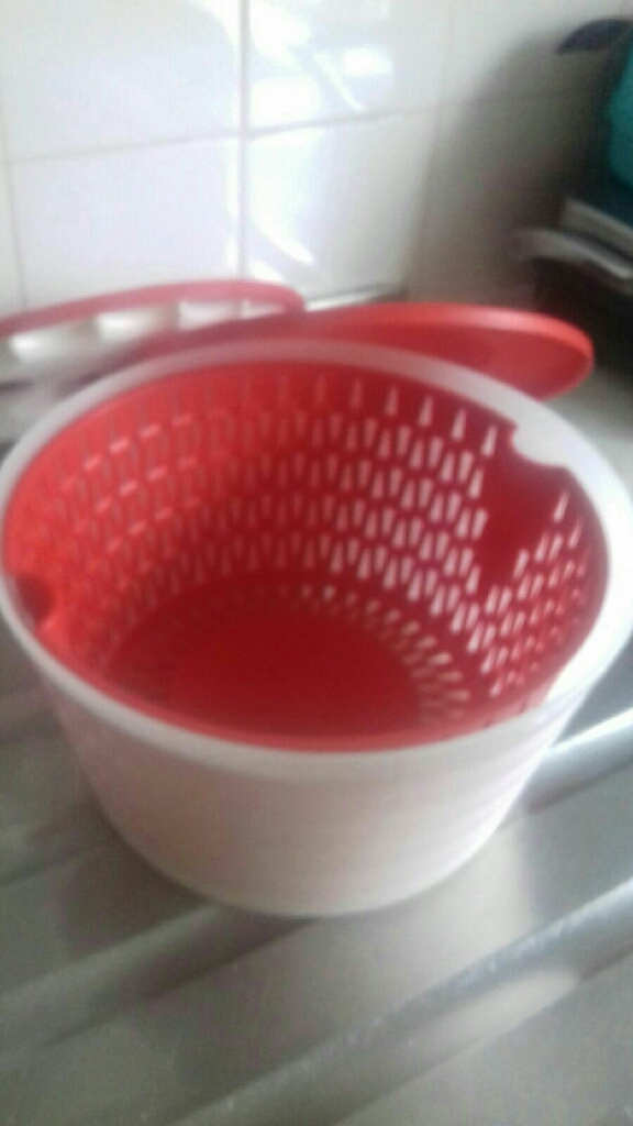 Tupperware draining bowl