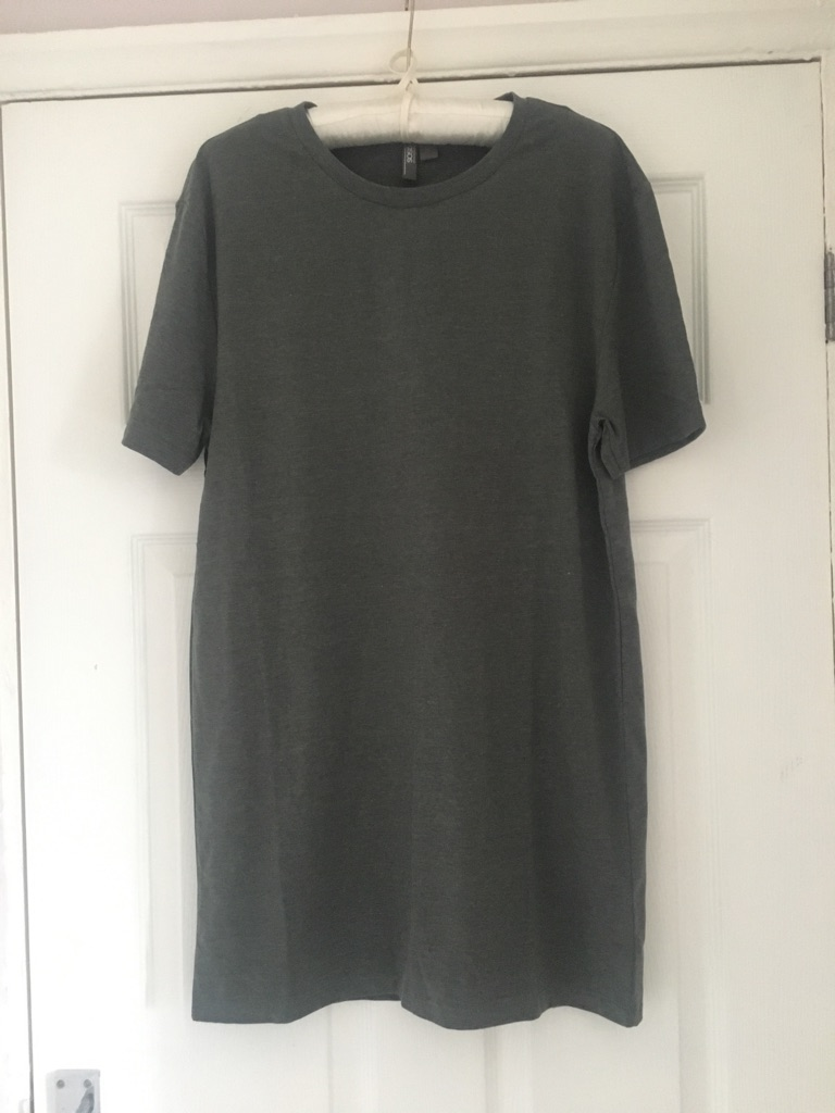 ASOS Muscle Fit Long T Shirt NWT (postage available)